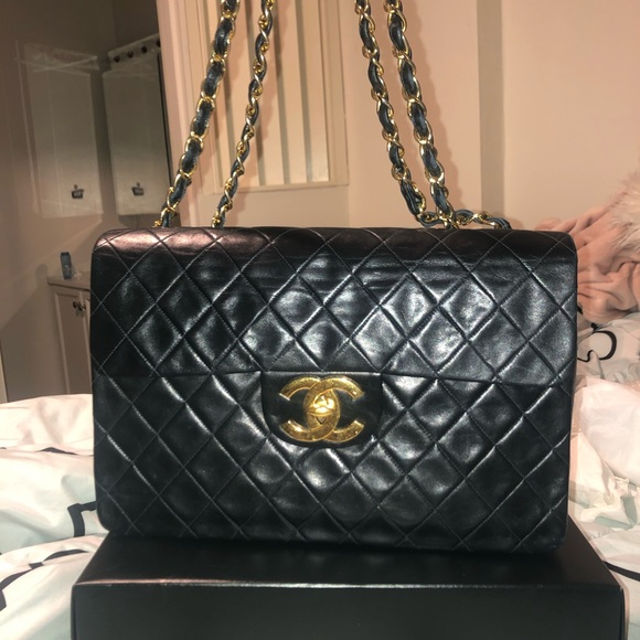 CHANEL Handbags - CHANEL Classic Flap Vintage Quilted Handbag